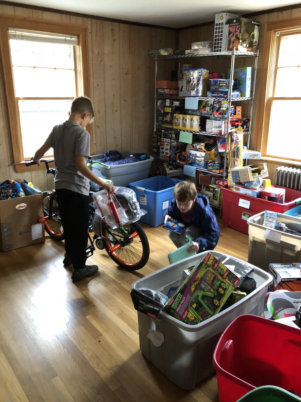 Inly Students help to organize inventory at the Susan Phippen House.