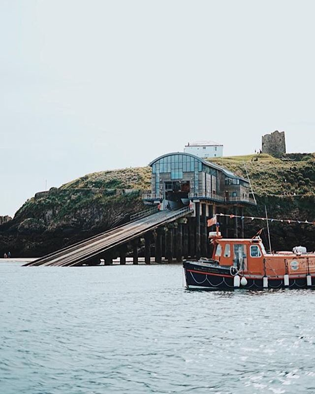 Explore along the coast to Tenby where you can catch the ferry over to Caldey Island. 🐚🦀 It's such a special day out and a magical way to enjoy the Pembrokeshire coast ⛵️