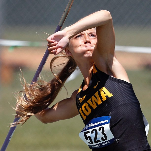 Marissa Mueller gets things started for the #Hawkeyes at the NCAA West Track & Field Preliminary in Sacramento, California. (📷Darren Miller/hawkeyesports.com)