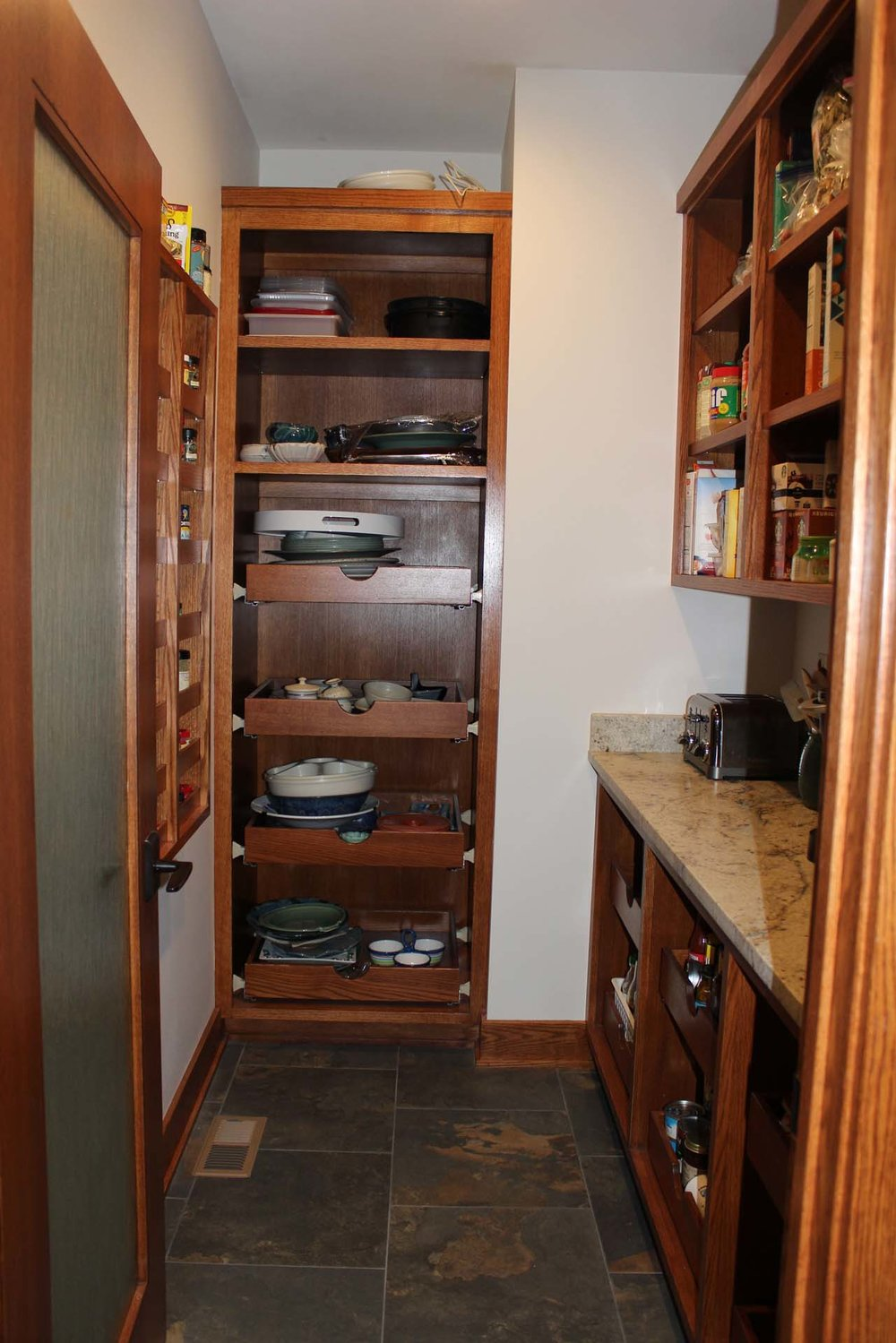 RMH_Golden_Lake_Contemporary_Pantry.jpg