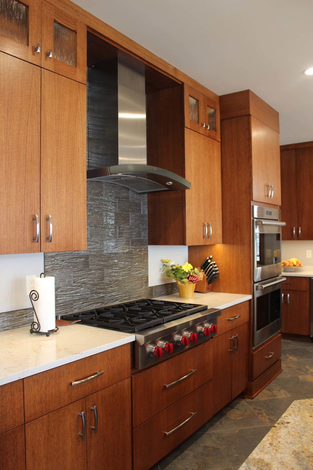 RMH_Golden_Lake_Contemporary_Kitchen3.jpg