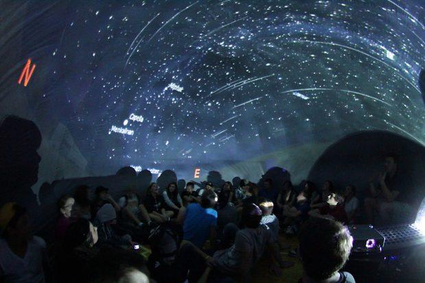 peterborough_planetarium_portable_inflatable_meteor_shower-620x413.jpg