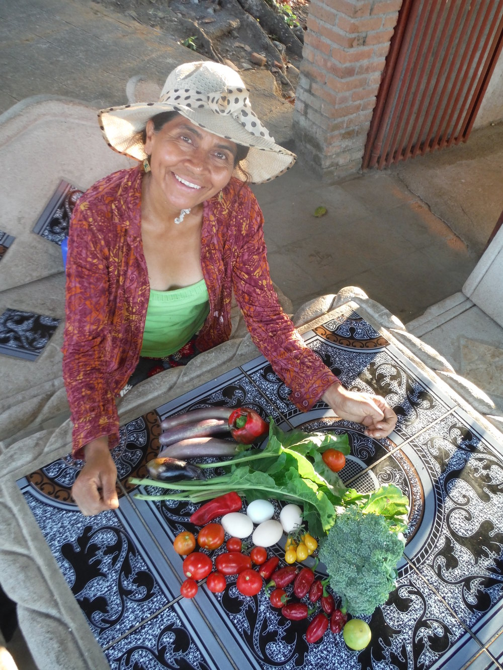 2015 - 18875 Nicaragua- Maria Alvarez very happy with her vegetables grown with  support from VGIF. El Mojon Community, Catarina, Masaya.JPG