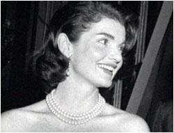 jackie-kennedy-in-pearls.jpeg