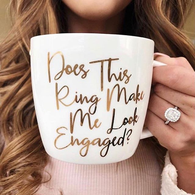 We hope you found what you were looking for this morning under the tree! 📷 via @engagement_rings .. .. #engaged #engagementring #holidayengagement #christmasengagement #congratulations #merrychristmas #soontobemrs
