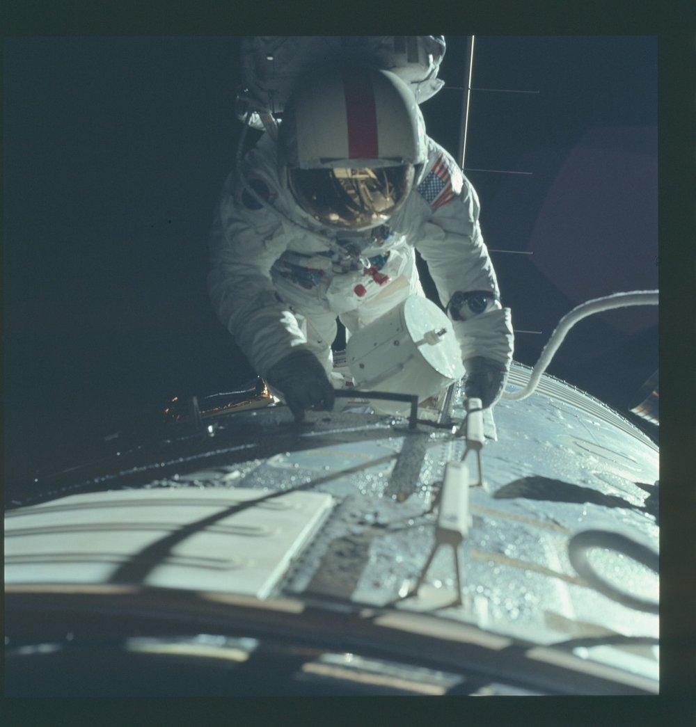 Apollo 17 - inspection in lunar orbit.