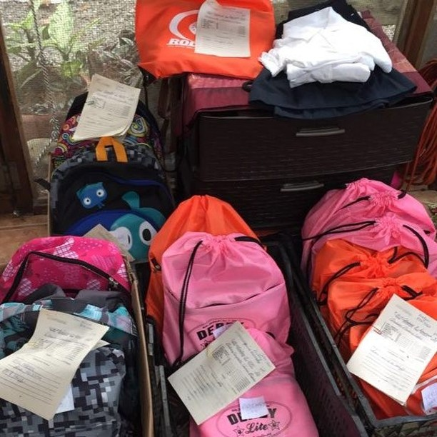 This year's school program - 2019 has just about ended.  With your help we provided school supplies for 241 children that would have otherwise gone without.⠀ Thank you everyone!⠀ Support us here: elpuente-thebridge.org⠀ #elpuentethebridge⠀ #puertoviejo⠀ #talamanca⠀ #costarica⠀ #bribri⠀ #communitykitchen⠀ #soupkitchen⠀ #education⠀ #feedthechildren⠀ #educatekids⠀ #earthschool⠀ #childrenscharity⠀ #literacy⠀ #latinamerica⠀ #centralamerica⠀ #communitycentre⠀ #caribbean⠀ #junglelife⠀ #motherhood⠀ #donate⠀ #gofundme⠀ #helpkids⠀ #learn⠀ #ngo⠀ #socialimpact⠀ #nonprofits⠀ #volunteers⠀ #volunteerwork⠀ #volunteeringisfun⠀ #makingadifference