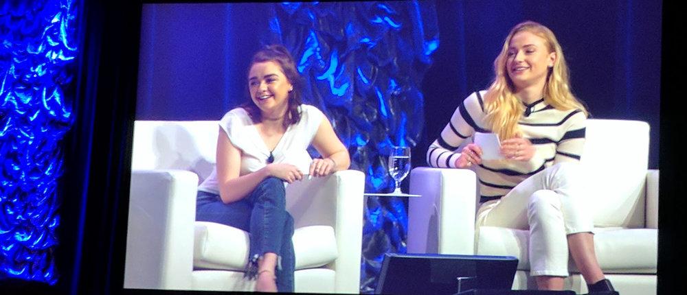 Game of Thrones en el SXSW 2017. Maisie Williams y Sophie Turner compartieron un panel con los guionistas David Benioff and D.B. Weiss.