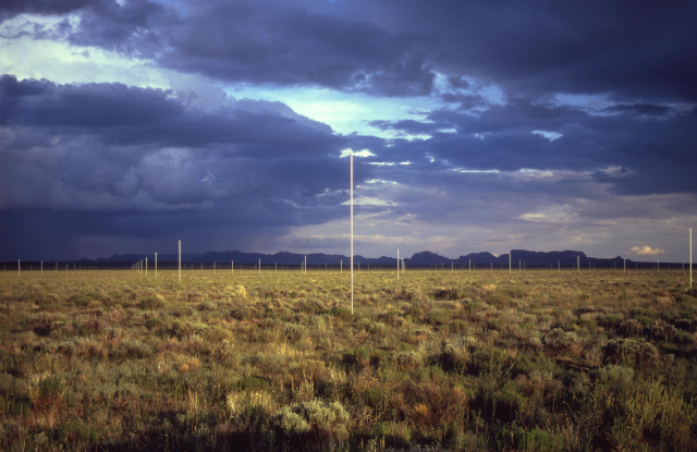 Lighting Field . Photo by John Cliett, July 1979.