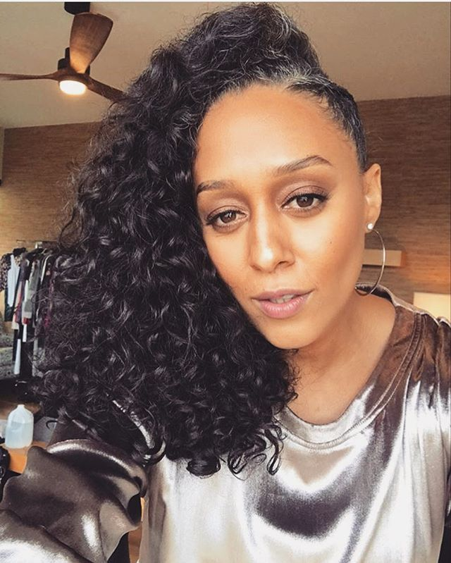 #HairWowWednesday ... I really enjoyed watching @tiamowry on her pregnancy journey these last 6 or so months. She was incredibly transparent and open with her second pregnancy and recently gave birth to her new baby girl just 2 weeks ago. She posted tons of pics with her bump, showing both the glamorous and not so glamorous side of pregnancy and did so elegantly! I think she was about 6 months in this pic- but I can't imagine that keeping up a hair routine while you're tired, bloated, hungry and huge can be easy! Tia is also 39 years old so major shouts out to her for showing that you can be new mom again at almost 40! Can't think of a better #WCW for this week! . . . . . . . . #tiamowry #hair #curls #natural #naturallyshesdope #naturalhair #naturallycurly #pregnant #pregnancy #baby #babybump #newmom #nomakeup #lotd #ootd #blogger #hairblogger #DCblogger #blackwomen #blackgirlsrock #womensupportingwomen #browngirlbloggers