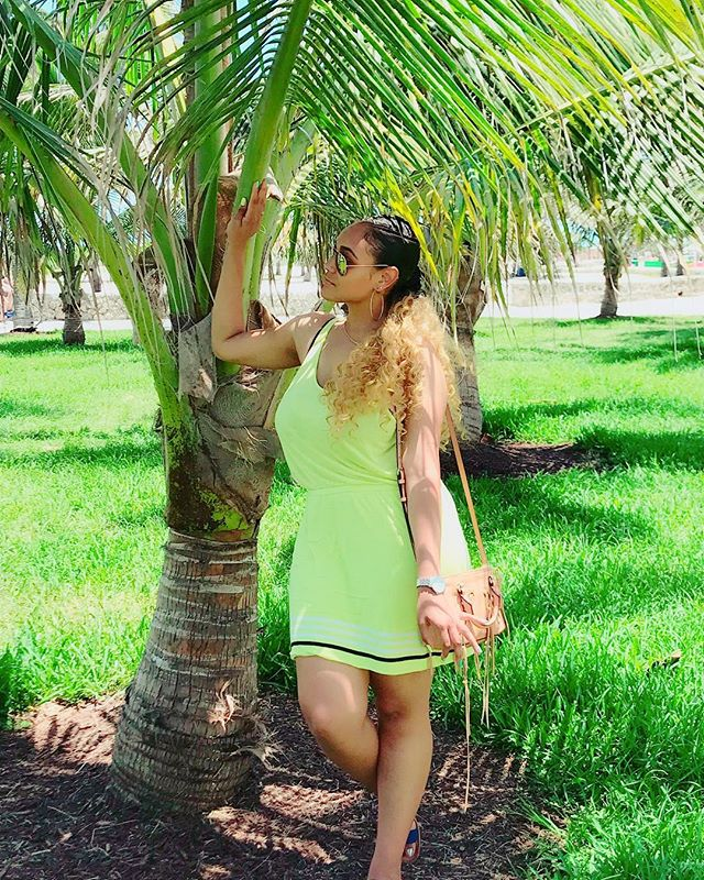 I can't lie, South Beach is one of my favorite places to hang out. Some sunshine and some agua and I'm good! Also, somehow I always wear this dress on the first day I'm in Miami 😩 it's been documented lol #HappyMonday
