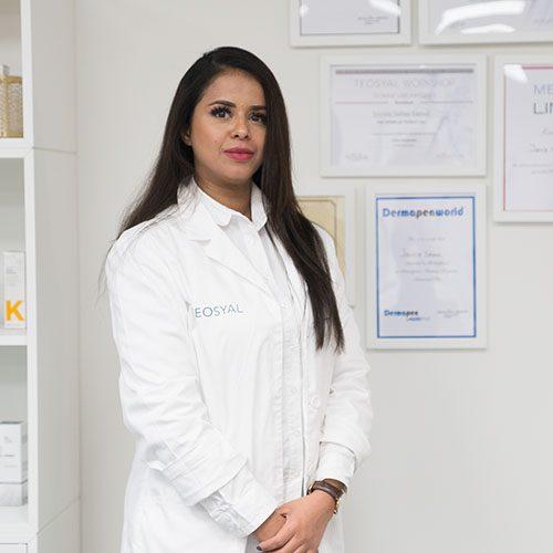 JAMILA SALIM SAEED   Dermatologisk sykepleier  Jamila er kosmetisk dermatologisk sykepleier. Utdannet sykepleier ved Levanger høyskole, med flere års arbeidserfaring som sykepleier. Videre utdannet som kosmetisk dermatologisk sykepleier ved Høyskolen i Buskerud. Grunnutdannet i medisinske injeksjoner mot rynker og for volum av anerkjente kosmetisk-medisinsk legen Dr. Kireren Bong. Videre kurset av Dr. Vincent Wong.
