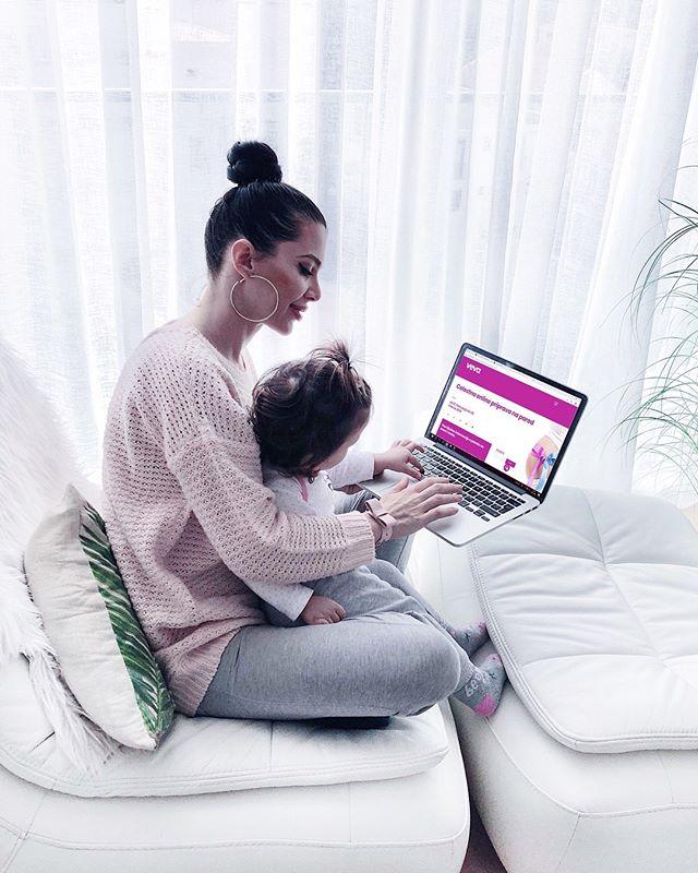 Veliko od vas me je spraševalo o moji porodni zgodbi oziroma porodni izkušnji in že neštetokrat sem vam odpisala, da kmalu napišem blog pa ga še zdaj nisem spravila skupaj. (Vem, katastrofa sem! 🙈😫🙄) Obljubim, da se v kratkem potrudim in ga napišem, medtem pa vam sporočam, da se bom za drugi porod, prav tako kakor sem se za prvega, pripravljala v družbi čudovitih mamic in doul iz programa @veva_spletnasolazastarse , katere se ti posvetijo, svetujejo in pomagajo tako, da je na koncu tvoj porod pravljica in ne drama. 💜 Življenjska izkušnja, ki si jo zasluži vsaka ženska-mama, še posebej tiste, ki si želite naravnega poroda, prisluhniti svojemu telesu, otroku in doživeti to nepozabno izkušnjo, kot nekaj lepega ne pa kot bolečino in strah. Res vam toplo svetujem, da si pogledate njihovo stran @veva_spletnasolazastarse, sploh ker se že 12. februarja začne Celostna online priprava na porod...več pa tudi kmalu iz moje strani. Eno lepo in mirno noč vam želim ☺️🙏🤗 • • • #porod #naturalbirth #doula #birthdoula