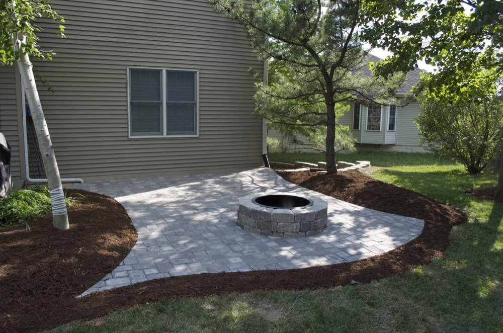 residential-stone-fire-pit-columbia-missouri-landscaping.jpg