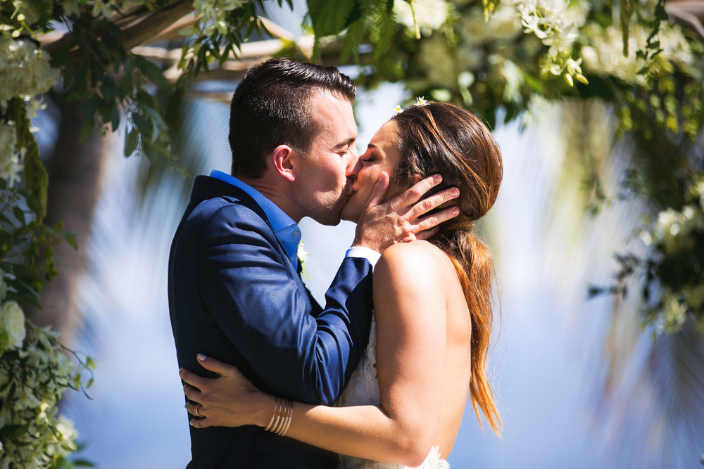 First kiss at Olowalu Plantation House wedding