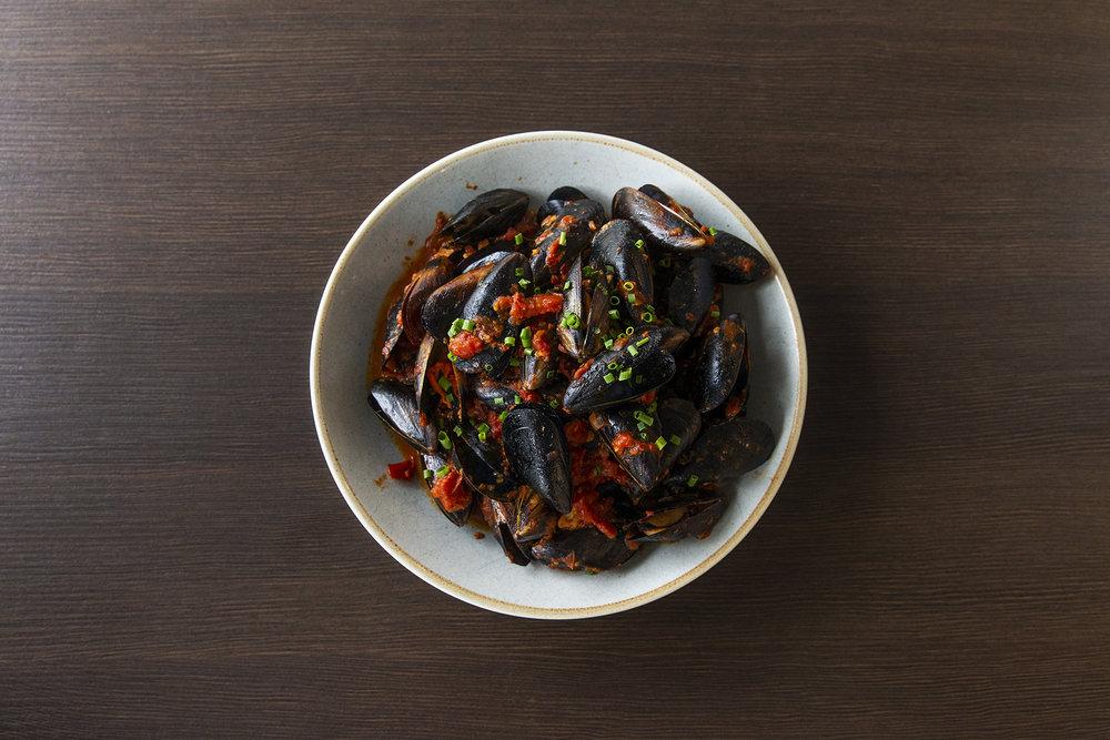 Steamed chilli Mussels, white wine, Napolitano sauce