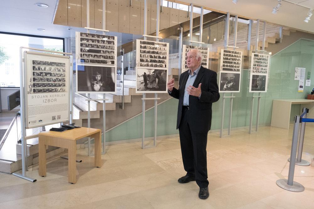 Utrinki z vodenja po razstavi Stojana Kerblerja po svoji razstavi IZBOR v UKM.