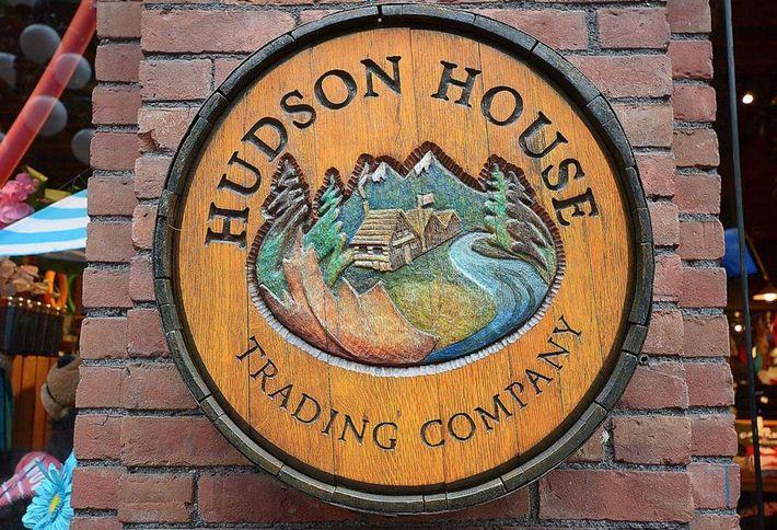 58e63fbcb57e6_Hudson_s_Bay_Company_Warehouse_02_0.jpeg