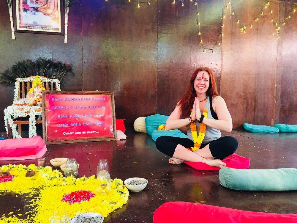 YOGA über Mittag mit Nadine - Menschen auf ihrem Weg zu unterstützen ist eine tolle Sache. Yoga unterstützt Menschen seit Jahrtausenden auf dem Weg zu einem positiven Leben. Nadine Christl unterstützt den Verein ekwal, indem sie jeden Freitag eine Yogaklasse anbietet und die Einnahmen zu 100% unserem Projekt spendet. Unterstützen wir Nadine's Idee und sehen uns auf der Yogamatte. Danke für deine Unterstützung, Nadine. ♥Vielen Dank auch an die Bananenreiferei und Daniel Selchow für die Bereitstellung der Eventlocation. Wann: Jeden Freitag von 17.00 - 18.00 UhrWo: Bananenreiferei, Raum 2 oder 3, Pfingstweidstrasse 101, 8005 ZürichKosten: Bezahl so viel dir die Stunde Wert ist, mind. CHF 15 pro PersonYogalehrerin: Nadine Christl, Zertifizierte YogalehrerinMitnehmen: Yogamatten stehen zur Verfügung.