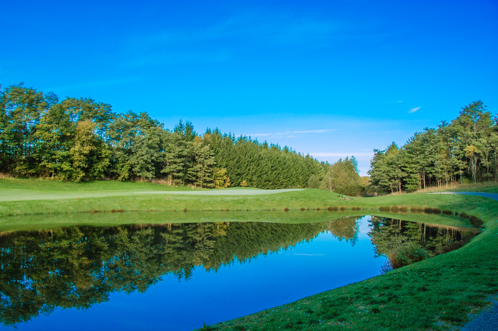 Looking over the pond on the 10th hole (Photo by Martin Ojaste)