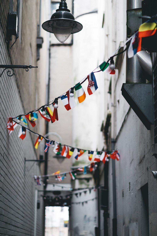 Flags_andrew-butler-325931-unsplash.jpg