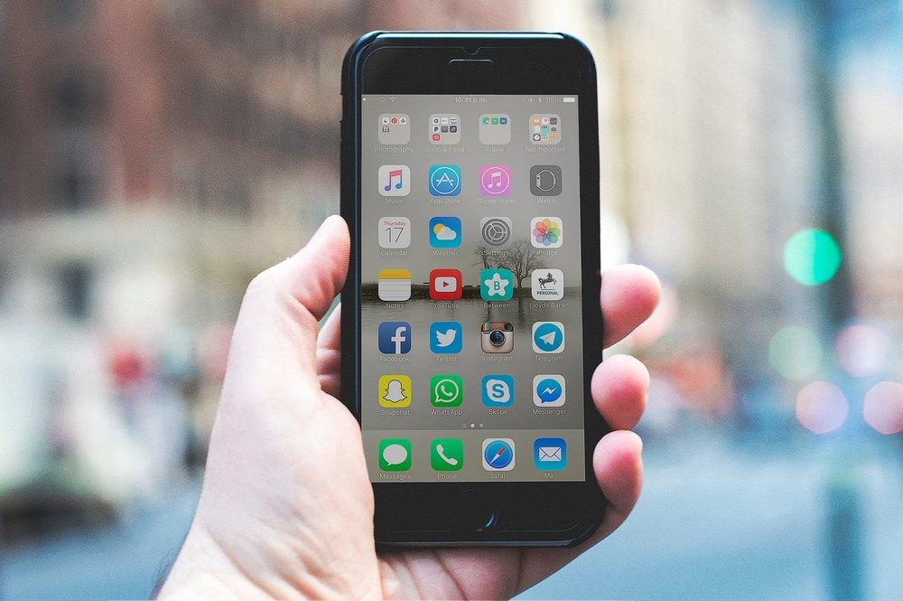 iOS - Um die App für iOS (iPhone) herunterzuladen, klicken Sie bitte hier.