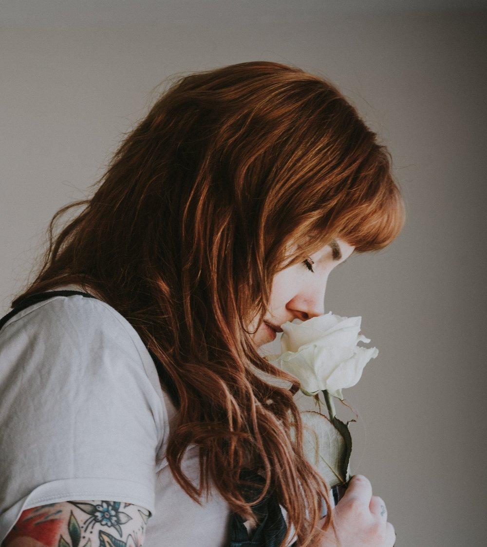 Personas - Ellas son flores de nuestra vida, quienes consiguen hacernos mejores, los que nos quieren y a quienes queremos, los que merecen nuestro agradecimiento y nuestra admiración.