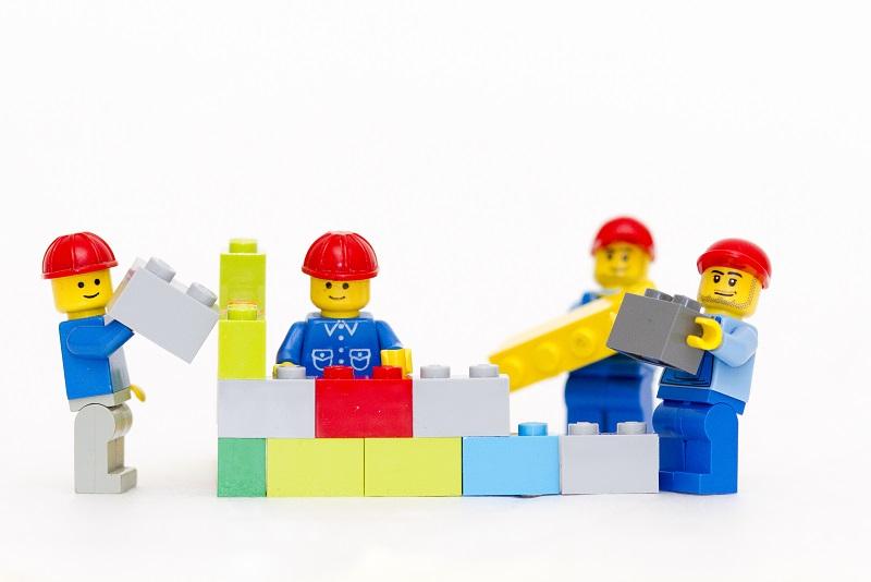 legos-building-bricks-663.jpg