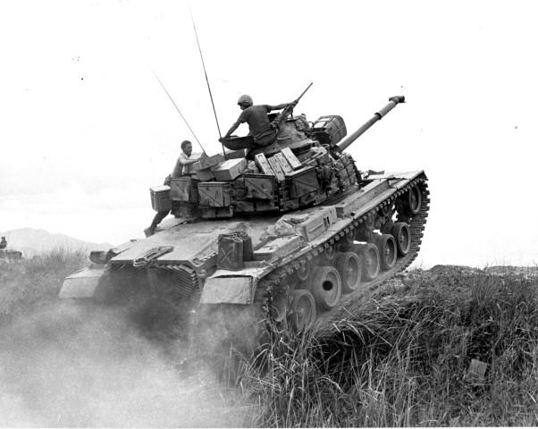 "1D-20-243-68 1stMarDiv Vietnam 1968 Tank from ""Bravo"" Company, 1st Tanks, in support of Third Battalion, Seventh Marines. DEFENSE DEPT. PHOTO MARINE CORPS mis A371608.jpg"
