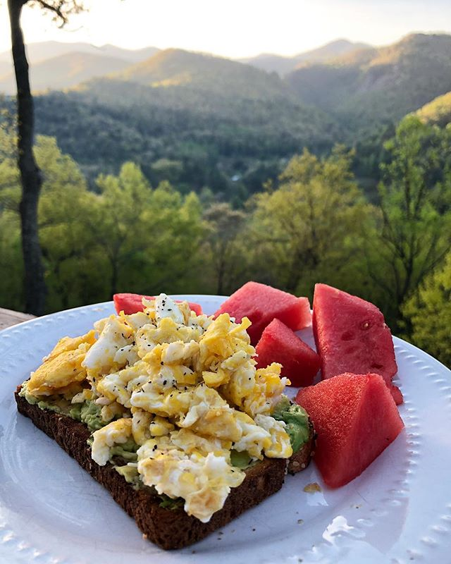 Good morning. We are having a #freerange kind of breakfast sponsored by @jpiperking 's cute chickens. We are never going back to regular sad eggs. She is the best #eggdealer . . . . . . . . #avocadotoast #nc #cullasajagorge #franklin #views #breakfast #mountains #nature