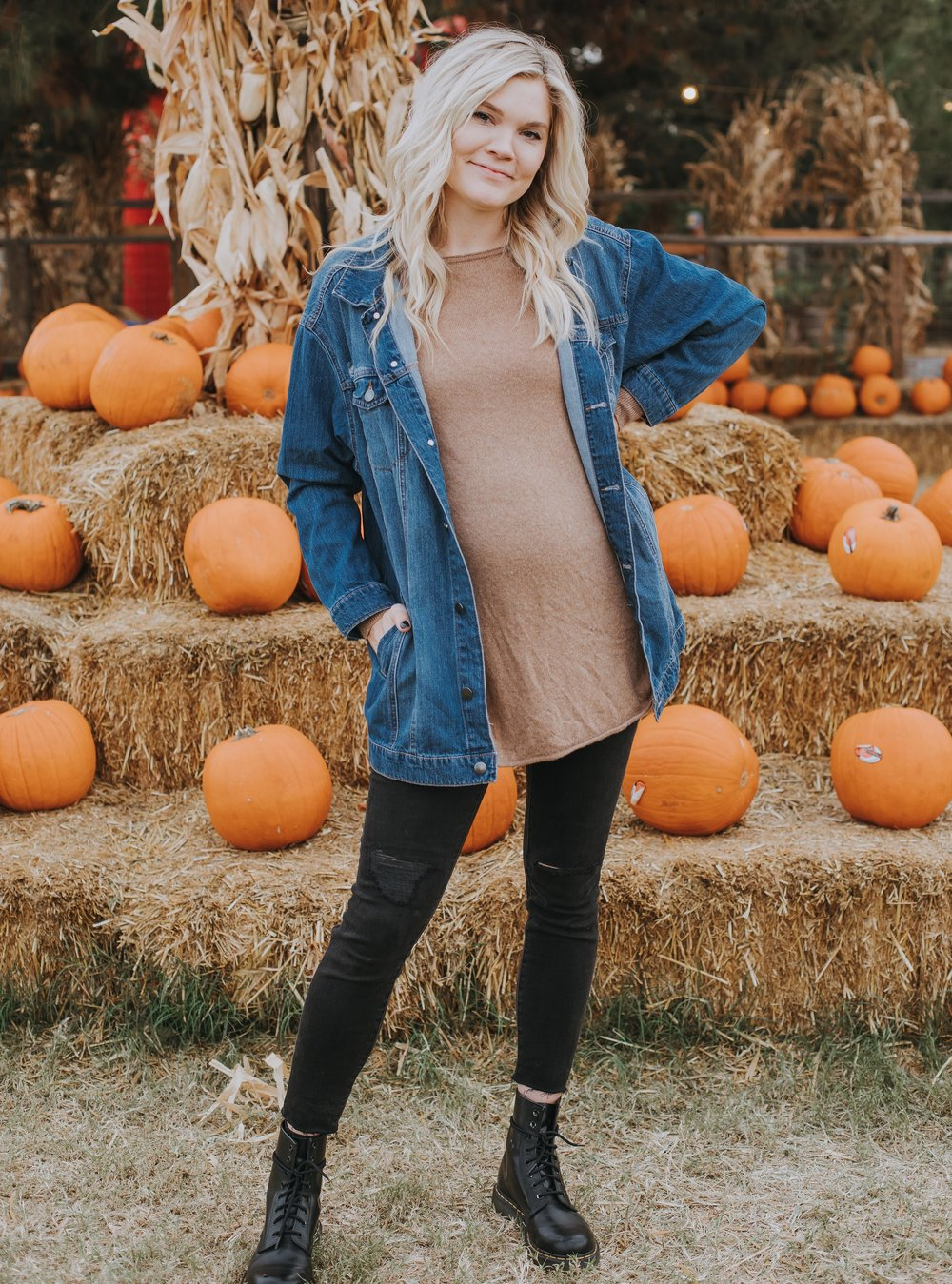 - Let's be honest, we all feel a little more relaxed in oversized tops paired with some leggings or ripped jeans! Oversized tops help us let the belly out a little after all these holiday meals we are binging on this time of year… haha! I have linked all of the cutest styles I could find below, including the ones I'm pictured in! They are ranging in price, and a few of them are even on sale!! Check them out and let me know which is your fave!