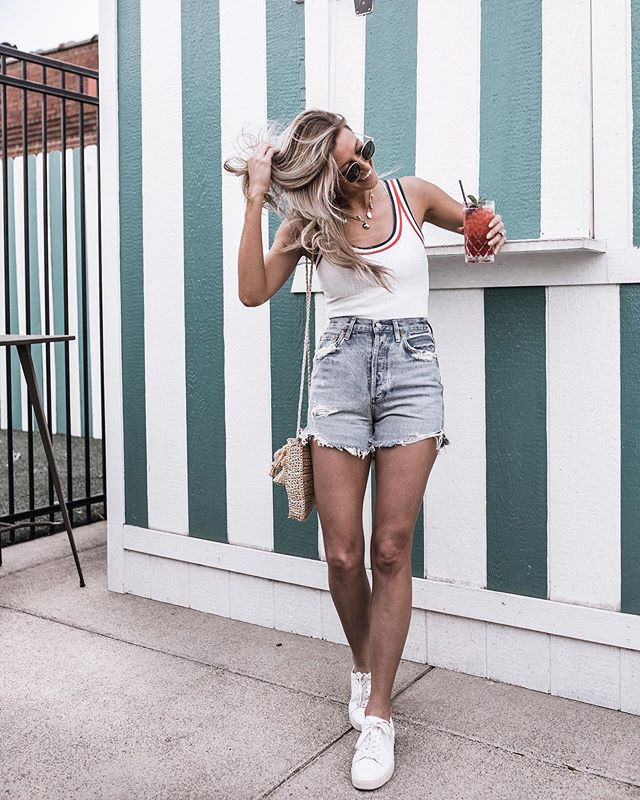 Enjoying the heat before the humidity arrives ☀️ almost every local I know has said the words... enjoy it while it lasts 😳 you got it! 🍹 . . . . .  #denimshorts #agolde #bodysuits #whitesneakers #nashvillefood #pinewoodsocial #shellnecklace