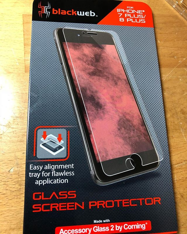 Giving #blackweb #iphone8 screen protector 👍🏾❤️ This is the easiest one I have ever used. It comes with an alignment tray, everything you need to clean your phone, and it was like only $8-9 bucks at #walmart 🙌🏾🙌🏾 #tuesdayvibes