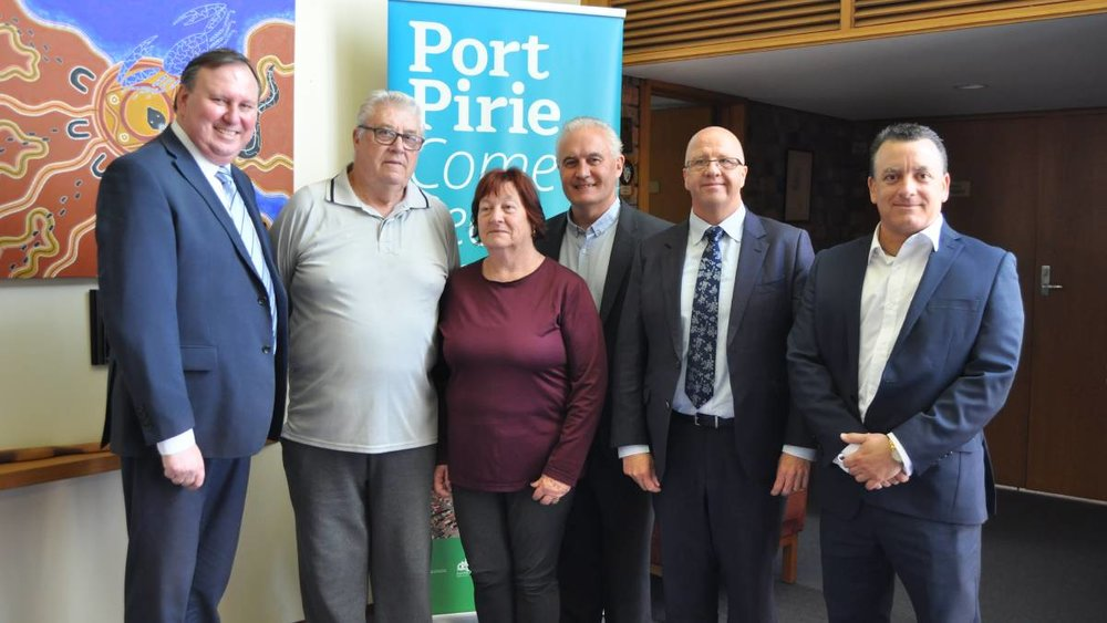 SOLAR: Mayor John Rohde, residents Gordon and Lorraine Williams, Alan Zubrinich, James Holyman and Glen Morelli.