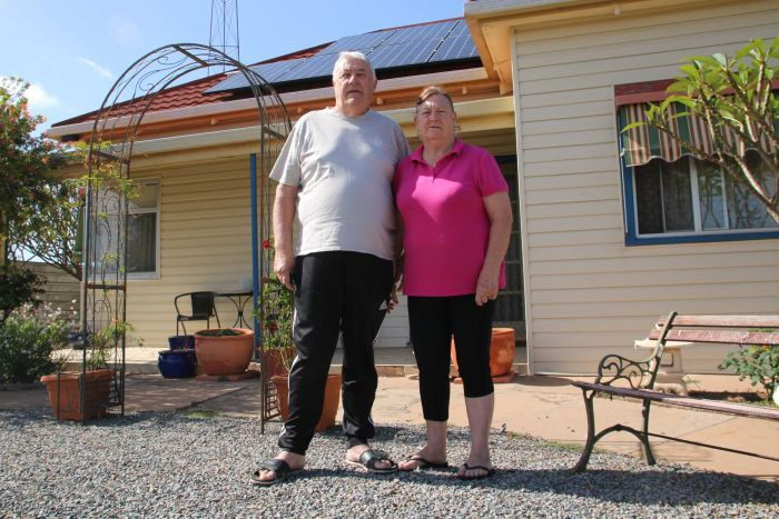 PHOTO:  The Williams will use their power bill savings to visit their daughter and have the odd meal out. (ABC North and West: Gabriella Marchant)