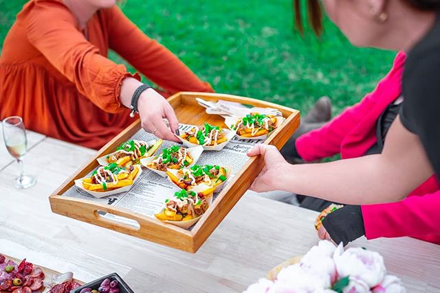 Here's a first look at an event collaboration from last weekend 🌸 🌿 Food: @gottalovefrydayz 🌿 Picnic: @grounded_picnics 🌿 Photography by me 🙋 @designbymali_  #foodphotography#food#fries#photoshoot#collaboration#womeninbusiness#girlsinbusiness#eventphotography#brisbanephotographer#goldcoastphotographer#goldcoast#girlboss#femalephotographer#nikon#freelancephotographer#foodstagram