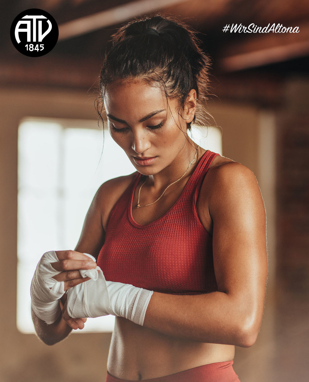 Liebe Mitglieder,  wir freuen uns sehr ab Dienstag, den 15.01.19, einen Boxkurs für Frauen anbieten zu können.  Boxen ist ein Ganzkörpertraining, stärkt das Reaktionsvermögen und fördert die Schnelligkeit und Ausdauer. Durch das hochintensive Training bekommt man einen guten Ausgleich zum Alltag und kann Stress abbauen. Außerdem wird das Selbstbewusstsein gefestigt. Nach einem Warm-Up mit Seilspringen und allgemeinen Aufwärmtechniken für den gesamten Körper, werden im Anschluss grundlegende Boxtechniken und -taktiken vermittelt.  Wir freuen uns auf Eure Teilnahme und wünschen Euch viel Spaß mit diesem Kursangebot.  Euer ATV-Team