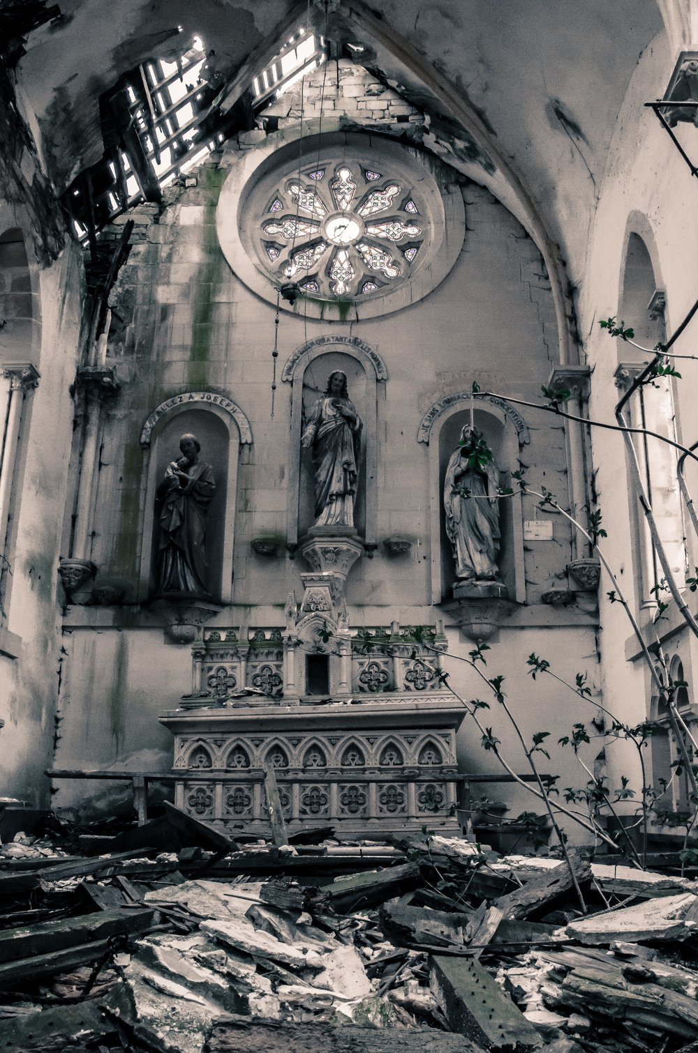 abandoned-abbey-altar-64768.jpg