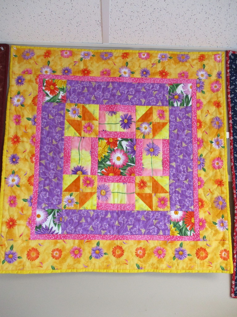 109, SUMMER DAISIES (signed and dated), 31x31, Pieced by Joan Norcross, Quilted by Fannie Frey