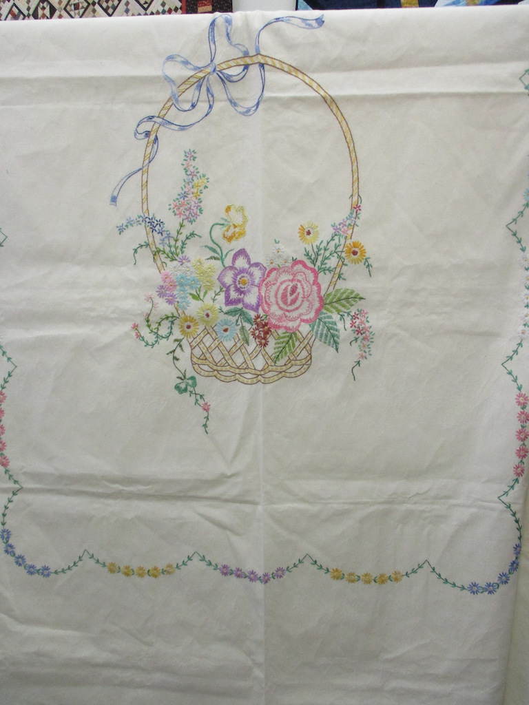 159, VINTAGE SUMMER SPREAD, 76x92, Donated by A friend of Cumberland Valley Relief Center