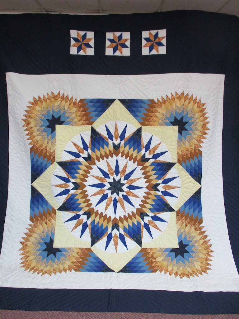 264, FEATHERED COMPASS STAR, 102x114, Donated by Joanne & Fred Stuebe