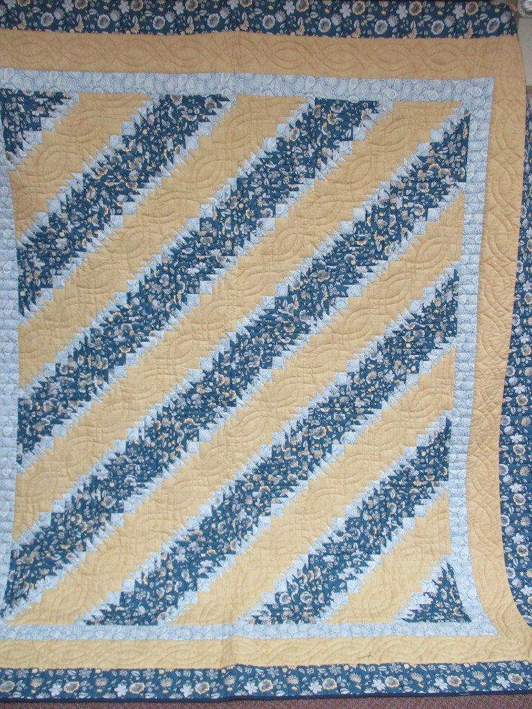 281, LOG CABIN WITH POINTS, 92x104, Donated and Quilted by Country Gift and Thrift