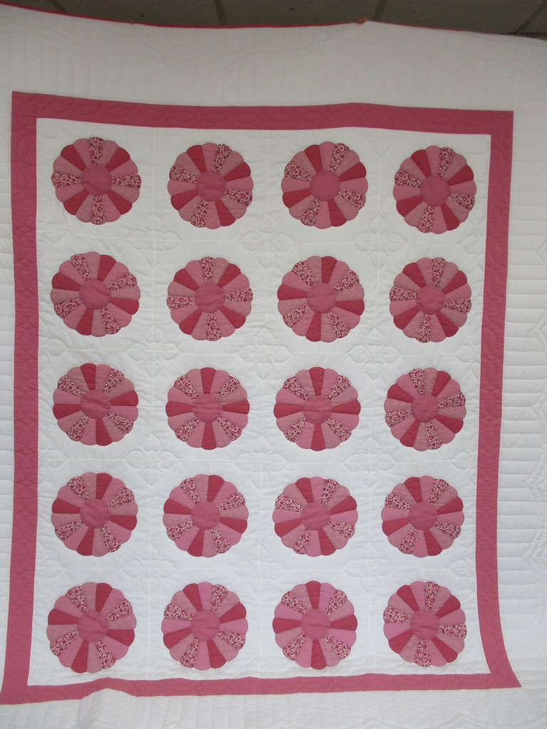 292, DRESDEN PLATE, 92x108, Pieced by Mae Horst, Donated and Quilted by Maple Grove Mennonite Church Sewing Circle (Atglen)