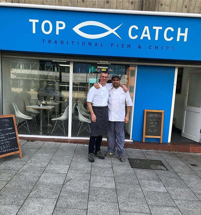 It was a pleasure having Fred from @chezfreduk in our shop today a great asset to our industry raising money for @thefishmish @kfeltd @freddiecapel