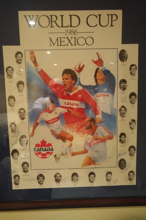 1986 World Cup, Mexico poster with autographs from staff & players