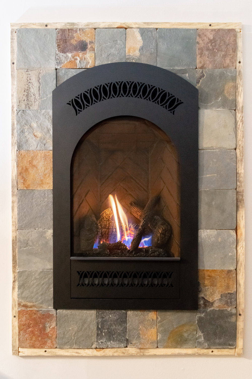 FireplaceX Bed & Breakfast - ‧ Direct Vent Gas Fireplace - 16,500 BTU‧ Rumford Firebox Panels‧ Black Painted Classic Arch Face‧ High Definition Log Set‧ Full Function Green Smart Remote Control‧ Fan‧ Vertically oriented‧ Best suited for bedrooms - kitchens - offices