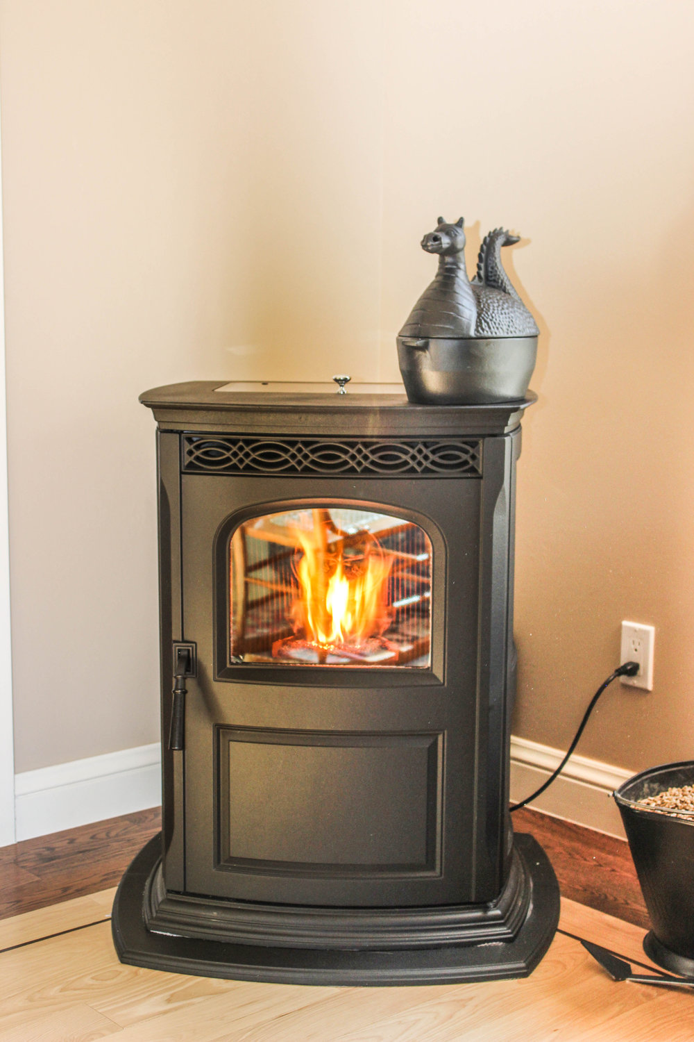 stoves  Stoves are free-standing appliances on legs or pedestals. Stoves are both efficient and offer a variety of finishes.They are great for heating cold basements!