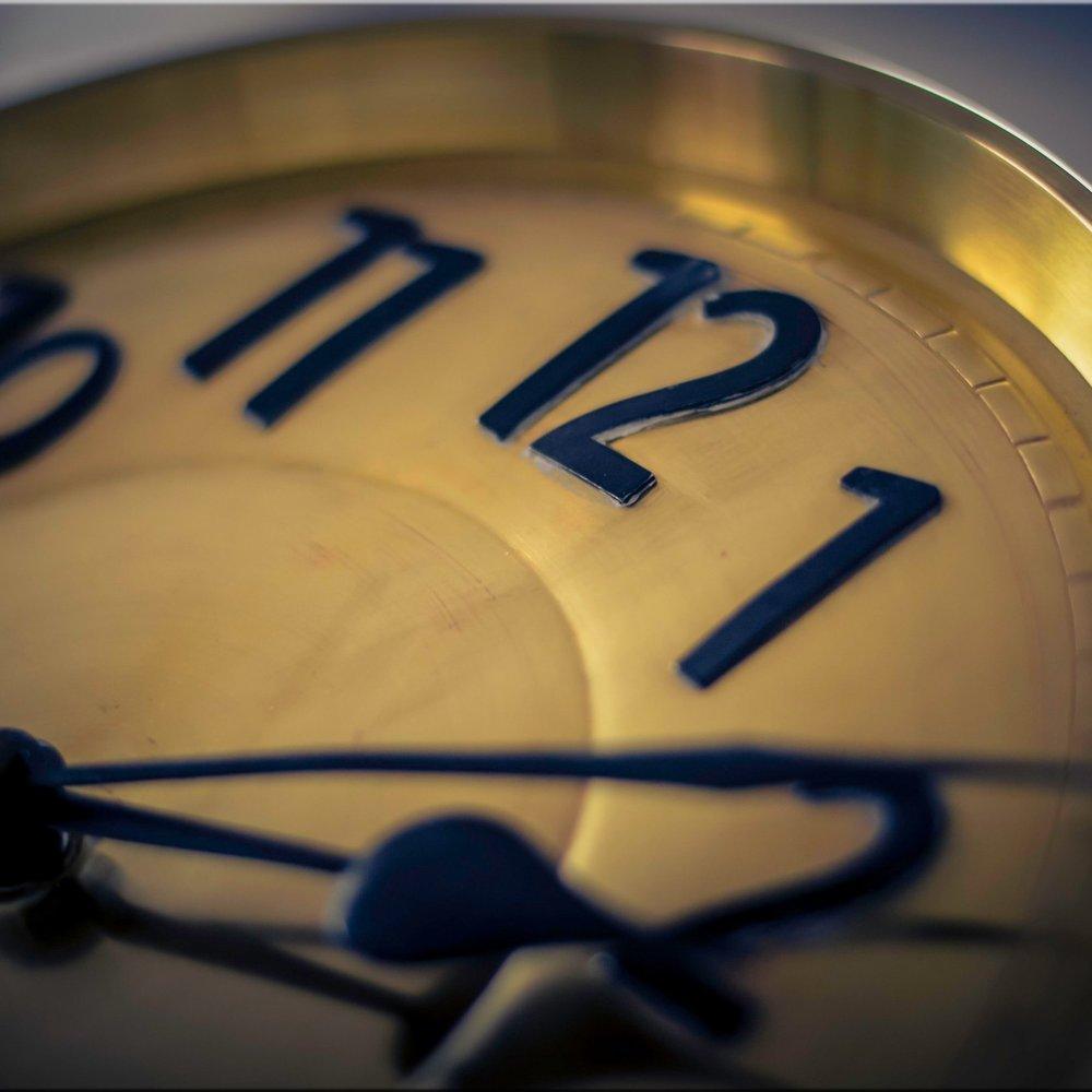 alarm-clock-analogue-blur-280253.jpg
