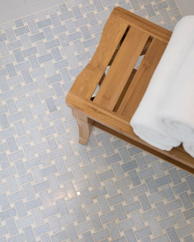You can never go wrong with marble basketweave tile. Classic!!! Here we used a blue celeste and thassos white marble mosaic. ⠀ .⠀ .⠀ .⠀ design: @amytyndalldesign⠀ ⠀ photo: @andrewsherman⠀ ⠀ ⠀ #amytyndalldesign #design #designer #interiordesign #interiordesigner #beautiful #wilmingtonnc #ilm #interiors #interiordetails #details #homedesign #interiorinspiration #customdesign #interiorstyle #interiordetails #homedesign #coastalhome #decor #instadecor #homedecor #interiorinspo #instainterior #interiorandhome #tile #marbletile #basketweave #tiledetails #shower #bathdesign⠀