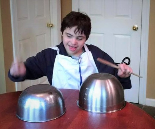 Jonathan playing the bowls, 2015, cropped.jpg